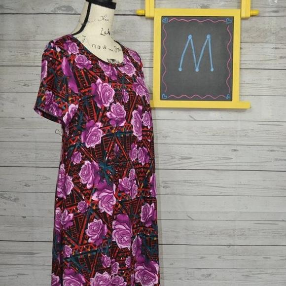 LuLaRoe Dresses & Skirts - LuLaRoe Medium Rose Carly